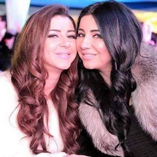 إيناس النجار وشقيقتها