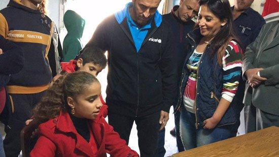 1220152205820635زيارة-كاظم-الساهر-لمخيمات-اللاجئين-(10)