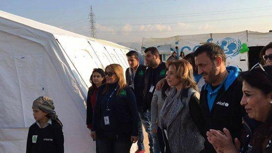 1220152205820635زيارة-كاظم-الساهر-لمخيمات-اللاجئين-(3)