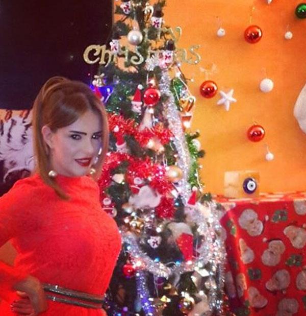 دنيا عبدالعزيز تحتفل بالكريسماس