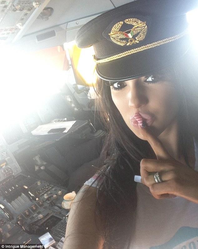 ممثلة اغراء وطيار كويتي