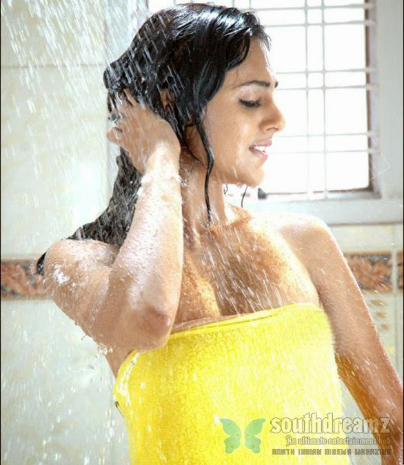 Astha-Singhal-bathing-hot