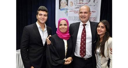 منى عبدالغني وزوجها