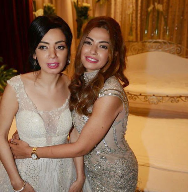داليا مصطفى وشقيقتها
