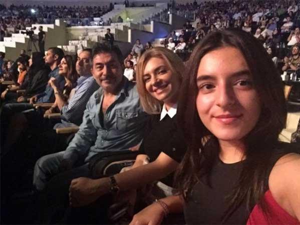 عابد فهد وزوجته زينة يازجي وابنتهما - Copy