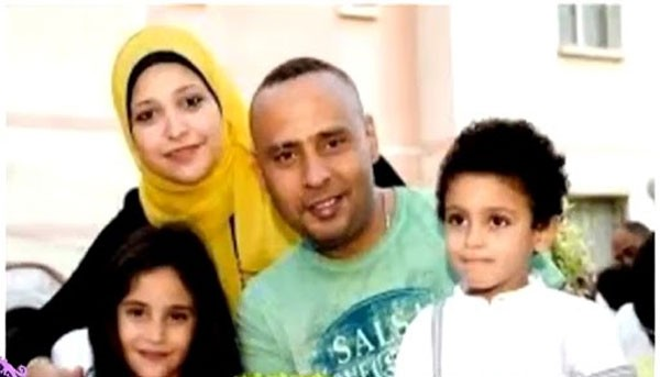 محمود عبدالمغني وزوجته واولاده2