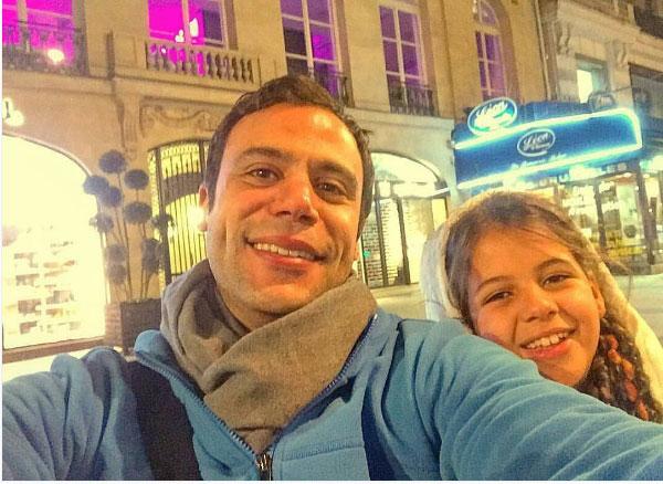 محمد عادل إمام ينشر صورة له مع ابنة شقيقته.. لاحظ الشبه بينهما