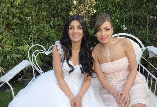 ريم البارودي مع شقيقتها.. أيهما أجمل؟.. صور