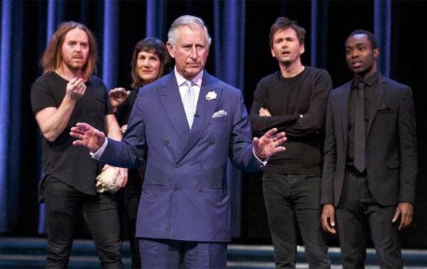 الأمير تشارلز يؤدي دور هاملت