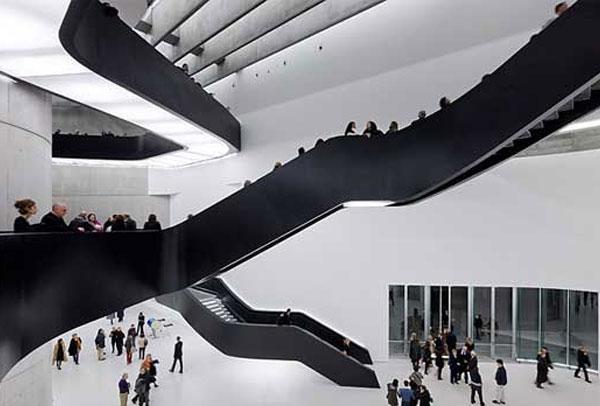 مركز الفنون الحديثة بروما من الداخل