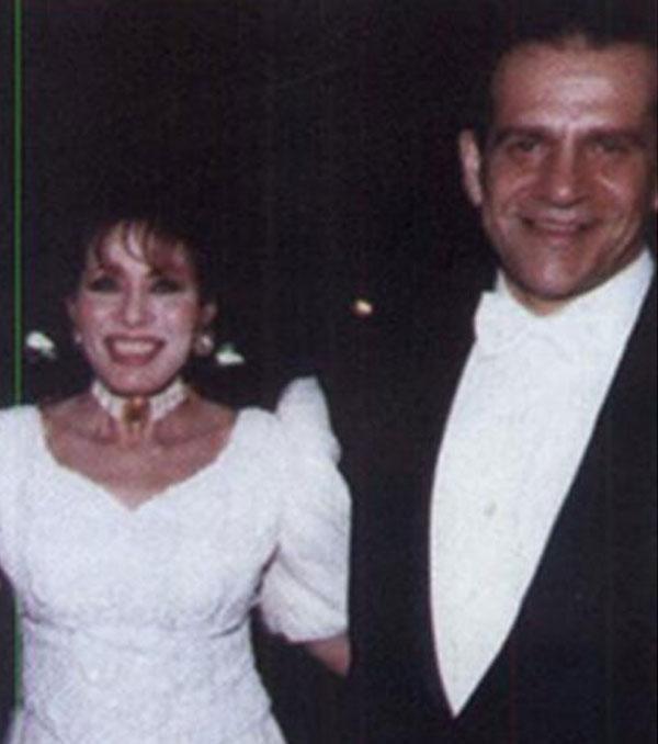 لبنى عبدالعزيز  وزوجها