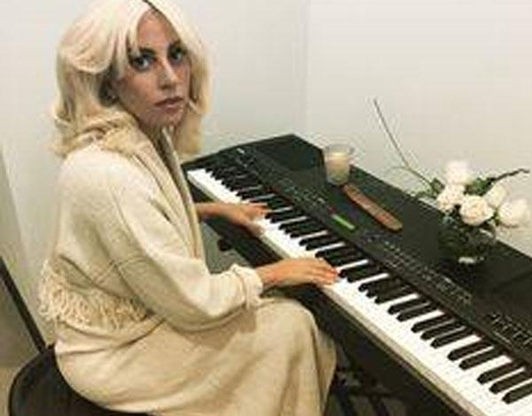 بيانو ليدي جاجا