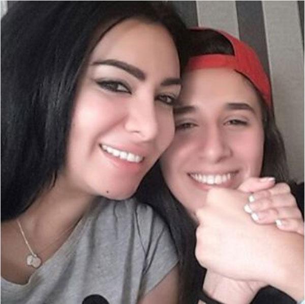 ميريهان حسين وشقيقتها