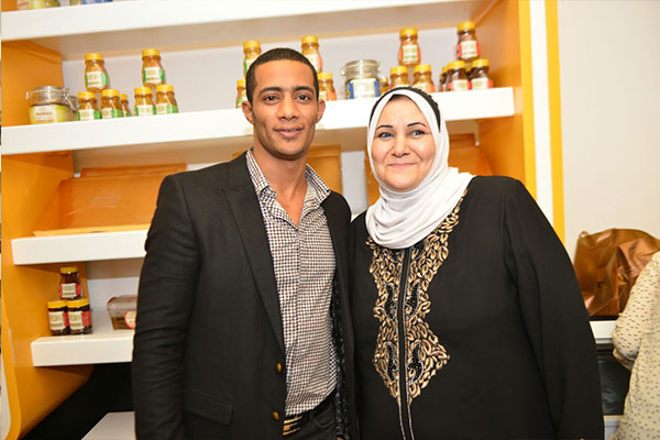 محمد رمضان يشارك شقيقته ايمان افتتاح كنوز