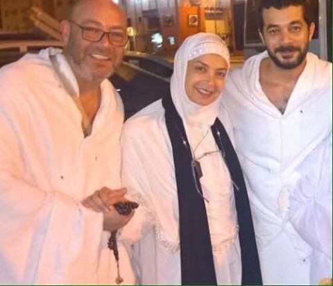 منال سلامة وزوجها وشقيقها