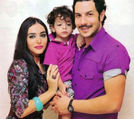 باسل خياط وزوجته وابنه