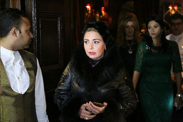 شيريهان تعود للفن باكية والنجوم يستقبلونها بحفاوة - شريهان