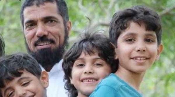 العودة مع أولاده الصغار
