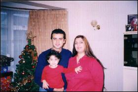 سامو زين وزوجته الاجنبية وابنته