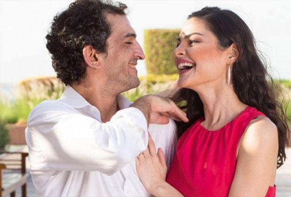 عمرو واكد وزوجته