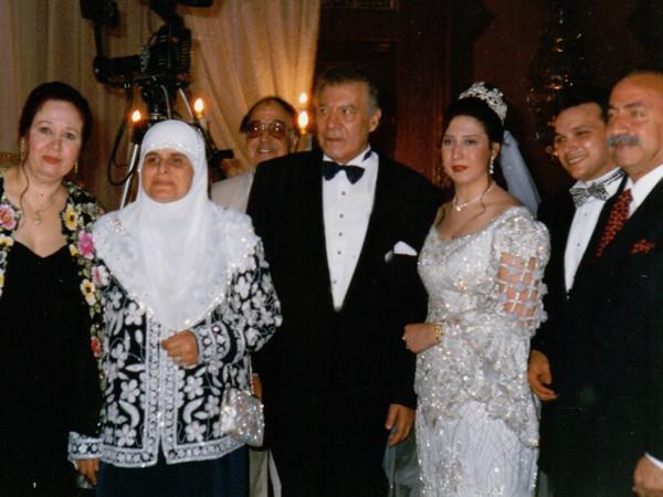 فريد شوقي يحتفل بزفاف ابنته عبير في لقطة نادرة